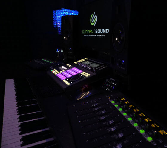 Los Angeles Recording Studio - Mixing Desk & Keyboard, Current Sound - Studio B